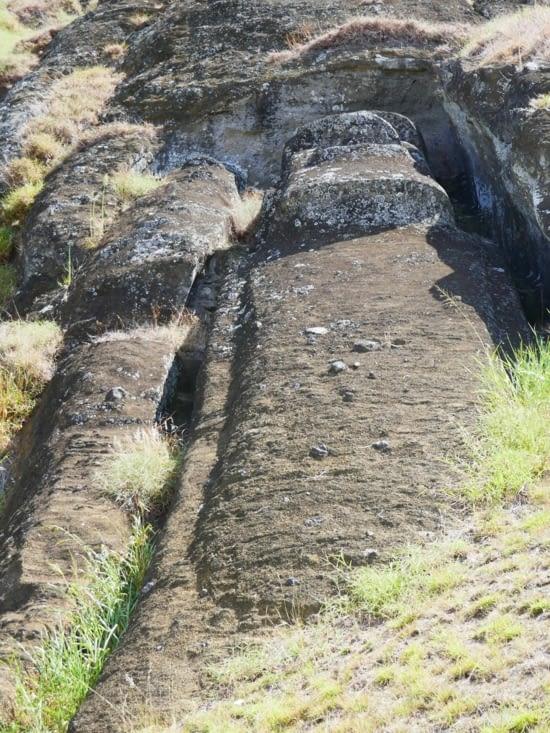 Le  Moai géant qui était en cours de réalisation.