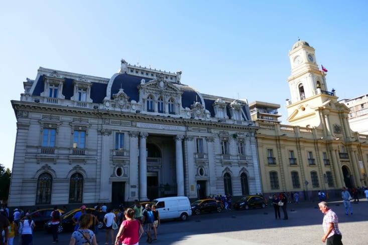Beaucoup de beaux bâtiments avec une grande influence européenne