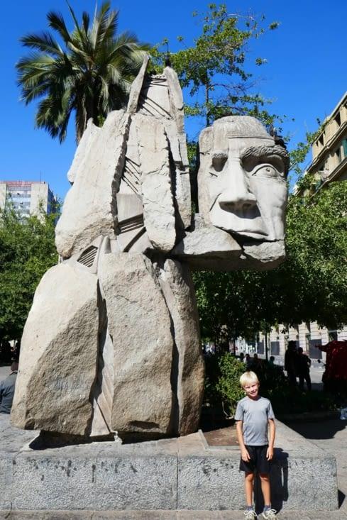 """Une oeuvre dédiée au peuple Mapuche ou un """"Transformers"""" en pierre...."""
