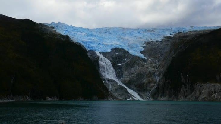 Nous côtoyons maintenant de près les glaciers