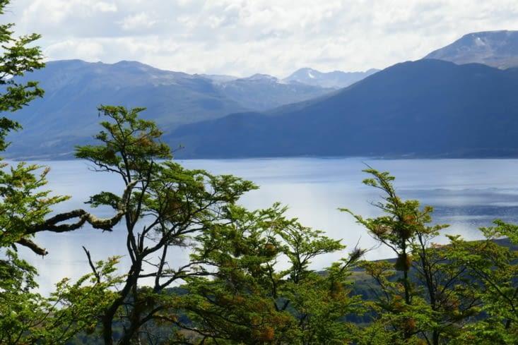 Les montagnes côté Argentine car le canal fait office de frontière