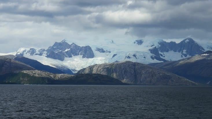 Nous voyons au loin la région des glaciers