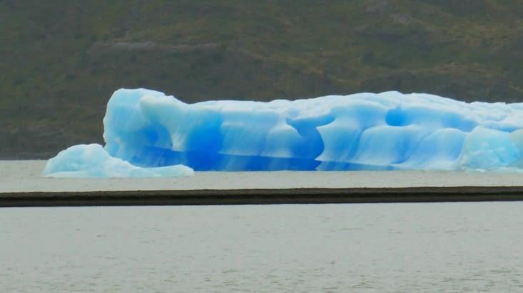 Lorsque la glace est bleue c'est qu'elle est très compacte