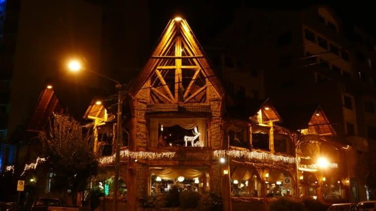 Bariloche c'est la suisse à Noël avec ses rennes en décoration, ses boutiques de chocolat.