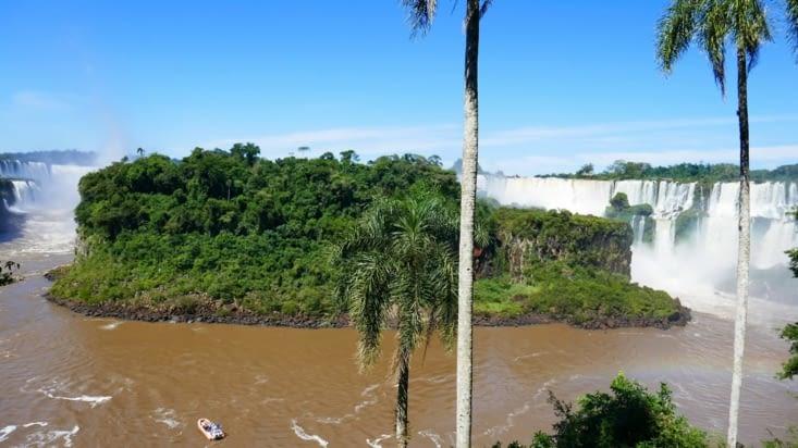 Voici le joyau de la nature.  A gauche le Brésil et à droite l'Argentine.