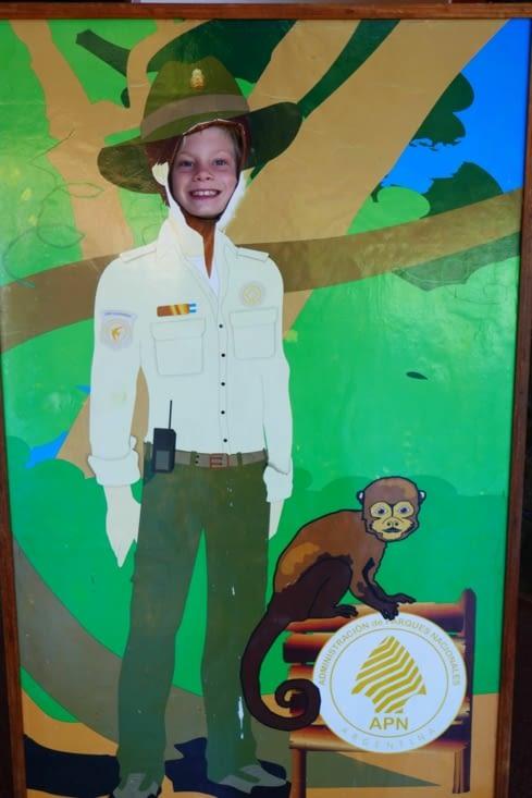 L'ASM (Agent Secret Militaire) déguisé en gardien du parc (chut, c'est une couverture...)