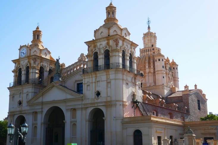 La cathédrale de Cordoba sur la place du général San Martin