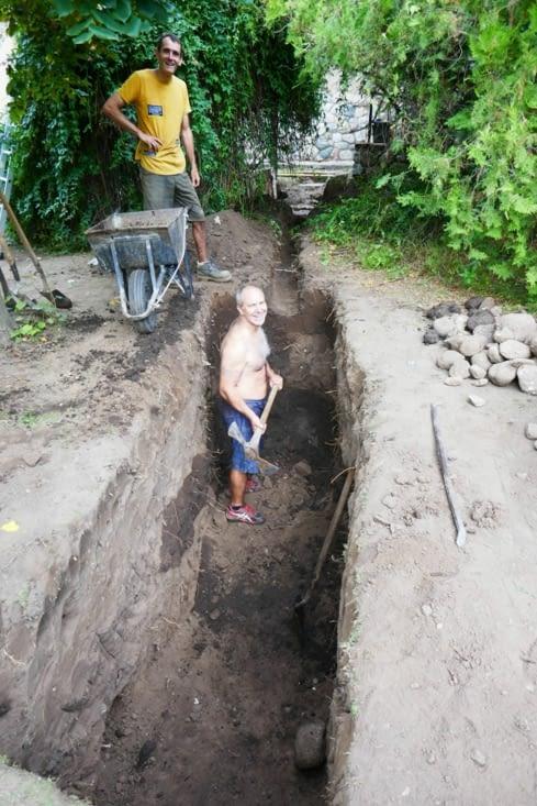 Chez les Ingalls, on creuse la fosse septique à la main !!!