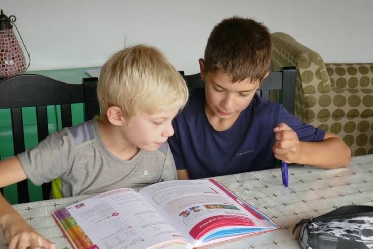 et la joie des devoirs en commun...