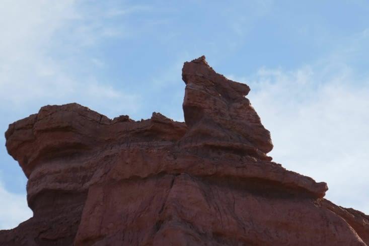On a retrouvé un Moai en haut à droite