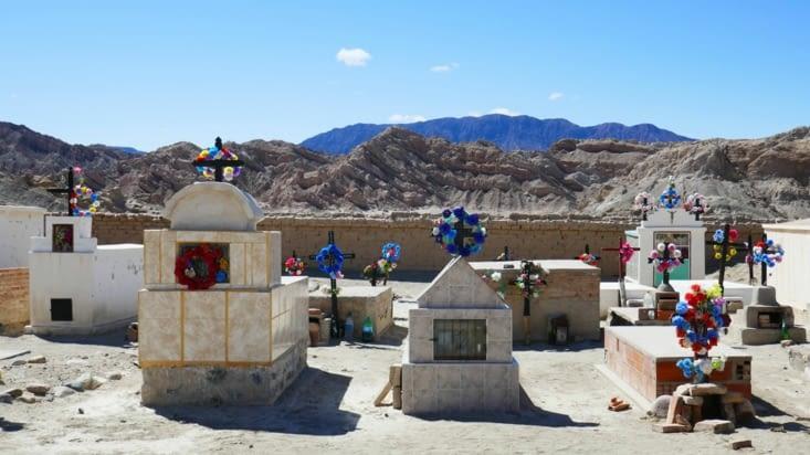 Il y a plus de monde dans les cimetières colorés que dans les villages