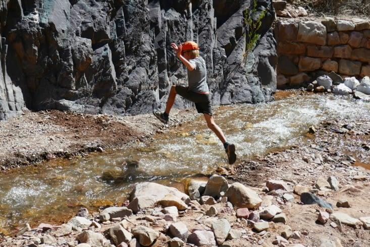 L'entraînement quotidien de l'ASM ( Agent Secret Militaire): saut au dessus d'un fleuve
