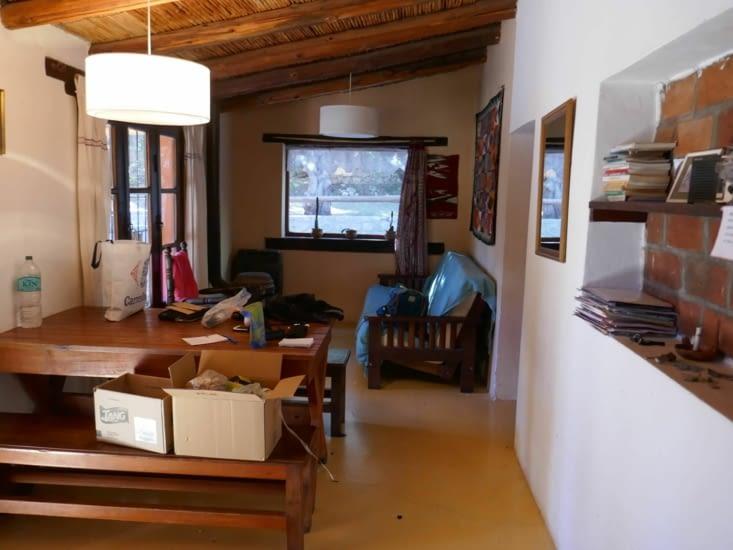 Et la salle à mager avec notre canapé-lit à Soiz et moi au fond