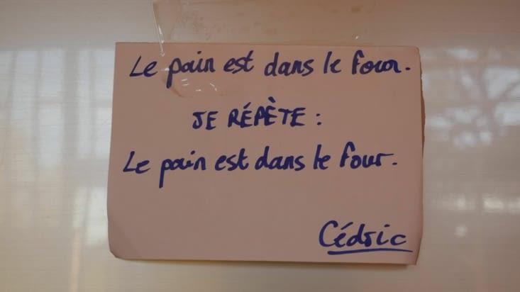 Petit message de Cedric pour avertir qu'il a été chercher le pain ce matin