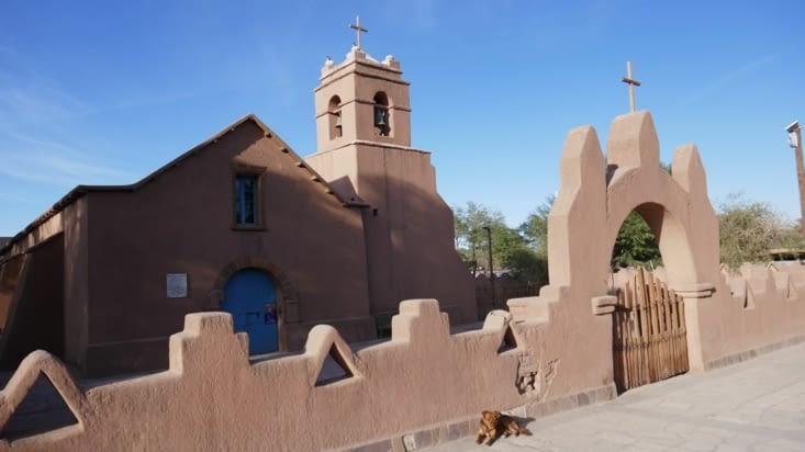 Toute l'église est faite en Adobe et en bois de cactus. Magnifique