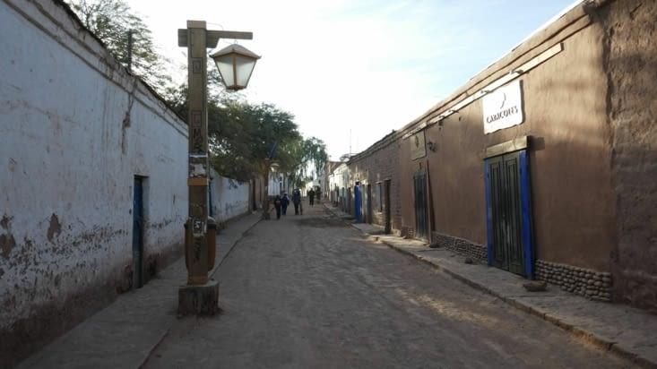 Les rues sont en terre et les constructions en adobe
