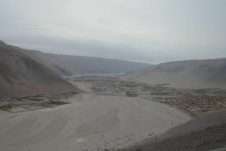 Voici une ville vraiment au milieu du désert  !