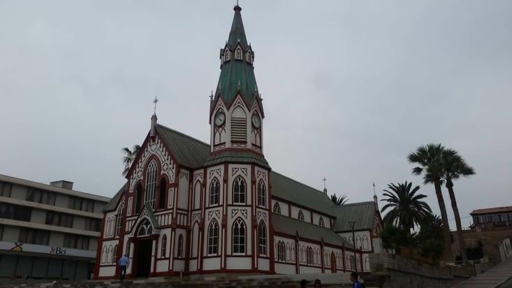 L'église a été construite dans les ateliers de Gustave Eiffel puis transportée par bateau