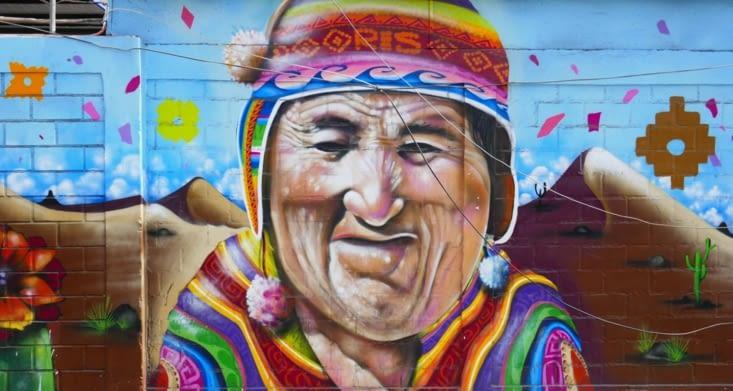 Encore une fresque murale très colorée dans la rue