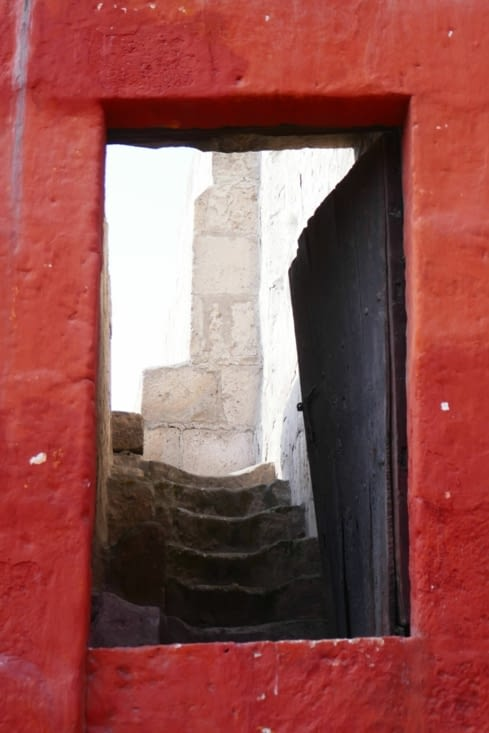 Il y a des recoins et des escaliers partout
