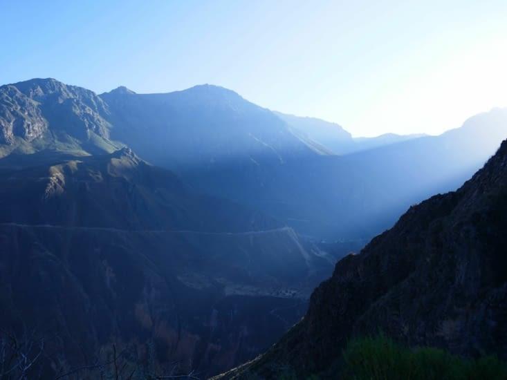 Le lever de soleil sur le canyon est magnifique