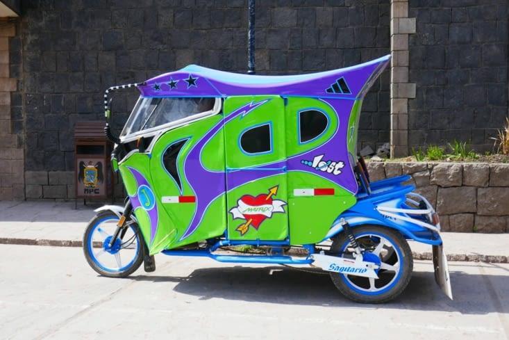 Nous retrouvons des tuktuks comme en Asie. Et joliment décorés !