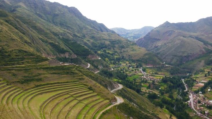 Le village de Pisaq tout en bas