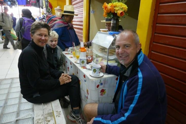 Le stand du marché où nous avons pris notre petit déjeuner