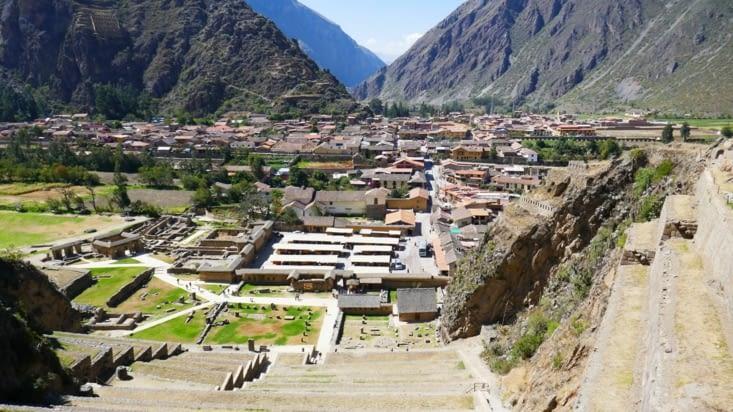 Les ruines dominent le village