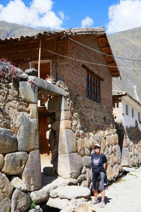 Avec des portes de l'époque Inca