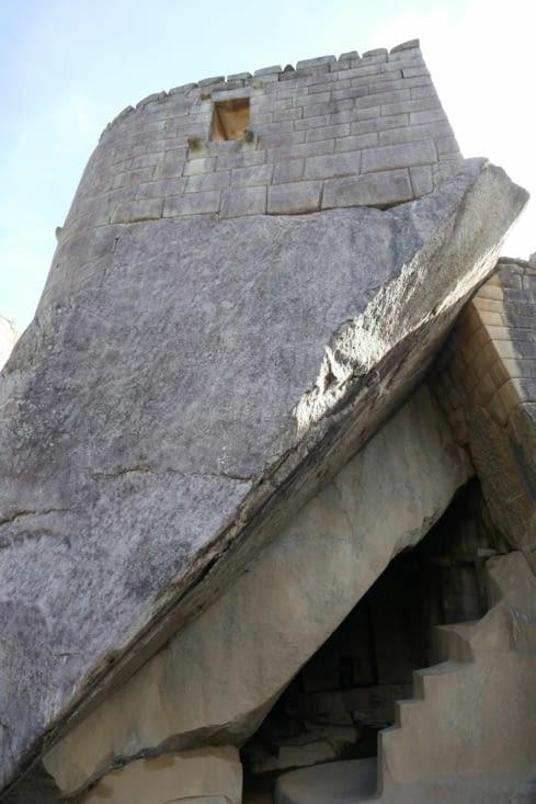 Nous avons enfermé le suspect dans la tour, la sécurité de notre Panthère avant tout !
