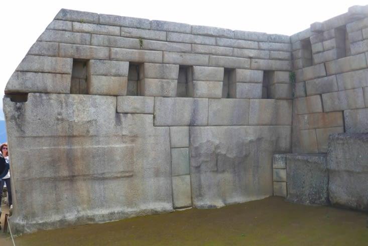 Le Panoramix  inca a bien bossé: des blocs énormes ont été mis en place.