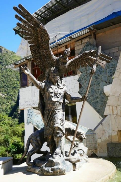 L'Inca avec les 2 animaux fétiches: le condor et le puma