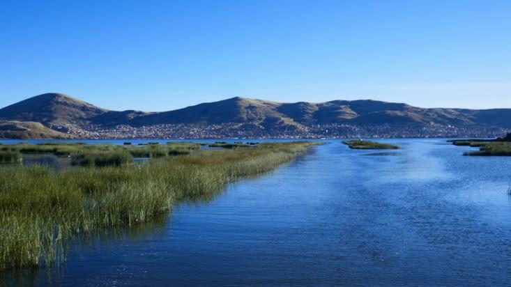 Au loin, la ville de Puno. Nous sommes à 3830 m d'altitude