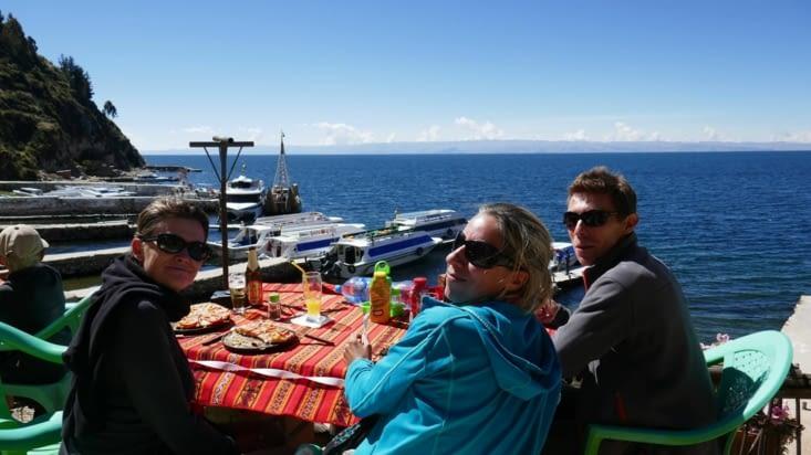 Pas de stress: la mer est bleue, le soleil brille et les amis sont là pour l'apéro. ...