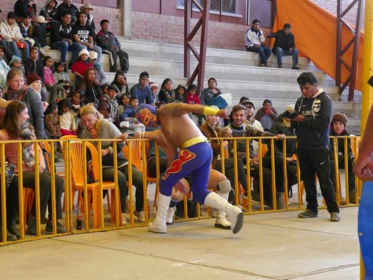 Le combat sort bien souvent des cordes du ring et quelquefois finit dans le public ...