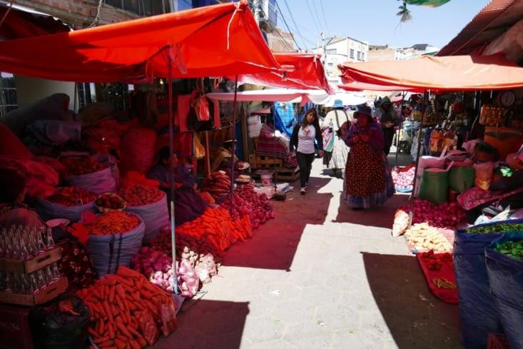 Nous nous rendons dans les hauts de La Paz avec des marchés à perte de vue
