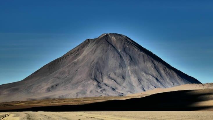 Nous retrouvons un vieux copain: le volcan Licancabur