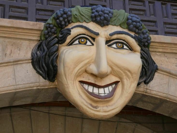 L'emblème de l'hôtel (réalisé par un francais) qui masque le blason espagnol