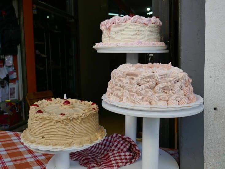 Les boliviens adorent les bons gros gâteaux bourrés de crème.