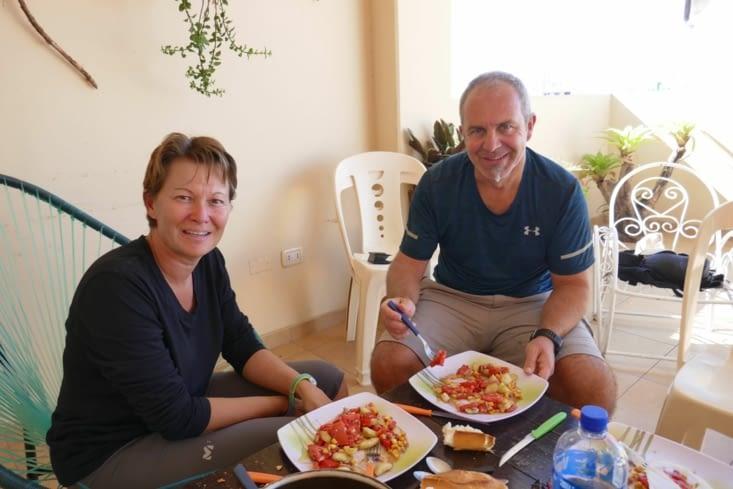 Dans cette guesthouse bien sympa, nous profitons de la cuisine pour manger des légumes