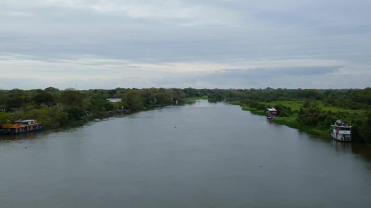 Nous traversons une des nombreuses rivières