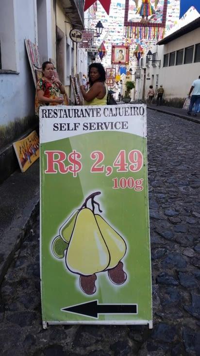 Publicité pour un buffet dont le prix est donné par le poids du contenu de l'assiette !