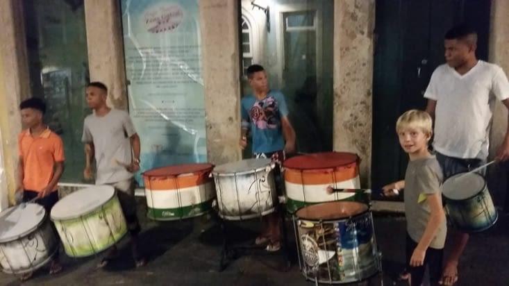 Nous ne pouvons pas résister à l'appel des percussions dans la rue !