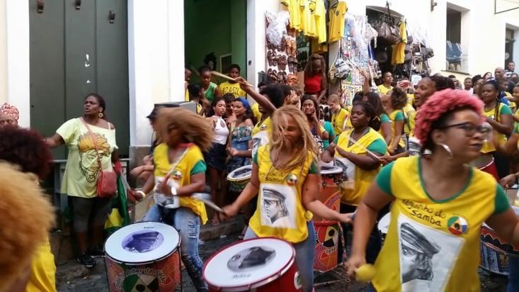 Après la victoire un groupe féminin de percussions lance le rythme