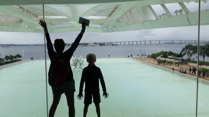 Ombres toulousaines sur parvis Brésilien