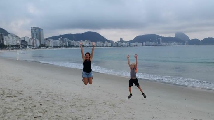 Nous voici sur la plage de Copacabana... et on a la patate !