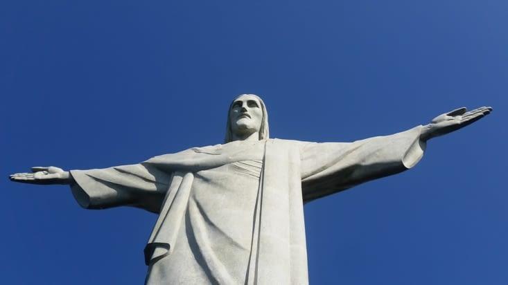 La statue fut ensuite transportée en pièces détachées