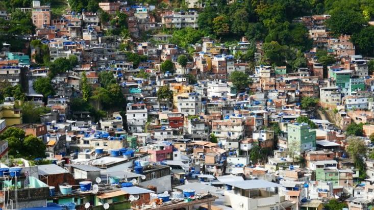 Mais cela signifie aussi moins d'argent pour la favela sans la drogue...