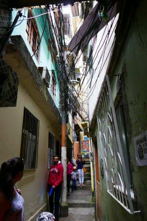 Nous visitons une 2è favela, plus petite (2 500 personnes) avec ses ruelles très étroites
